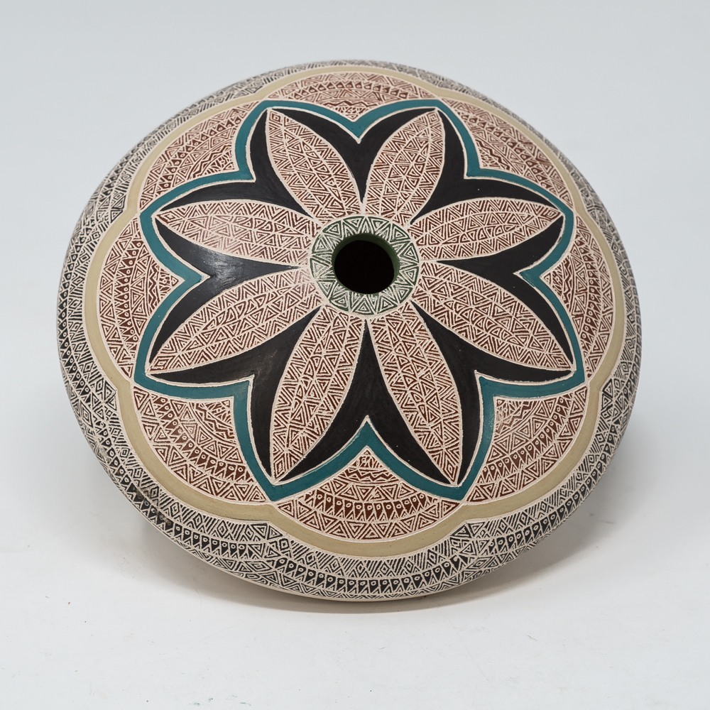 Mata Ortiz Pottery: Flower SO200023