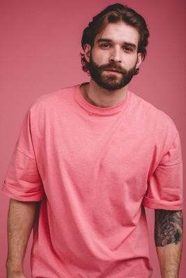 Мужская оверсайз-футболка со спущенным плечом