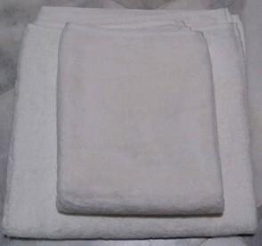 GS White Cotton Bath Towel & White Cotton Floor Rug/Bath Mat. Per set of 2pcs. BEST BUY.