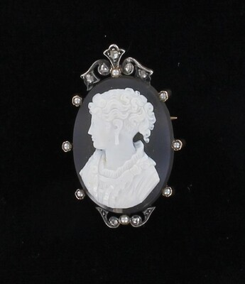 9KT/SILVER AGATE CAMEO WITH PEARL AND ROSE CUT DIAMONDS, CIRCA 1900