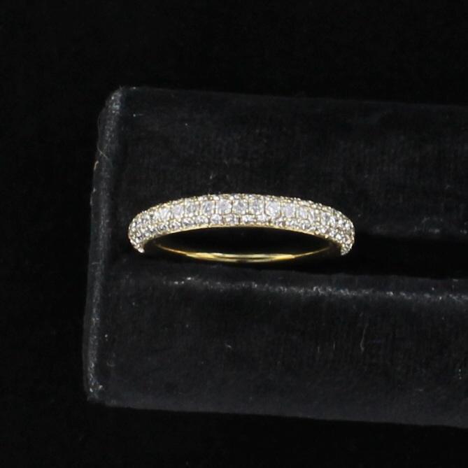 14KT YELLOW GOLD PAVE DIAMOND BAND, SIZE 7