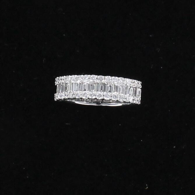 18KT WHITE GOLD 1.15 CT TW BAGUETTE AND ROUND BRILLIANT DIAMOND BAND