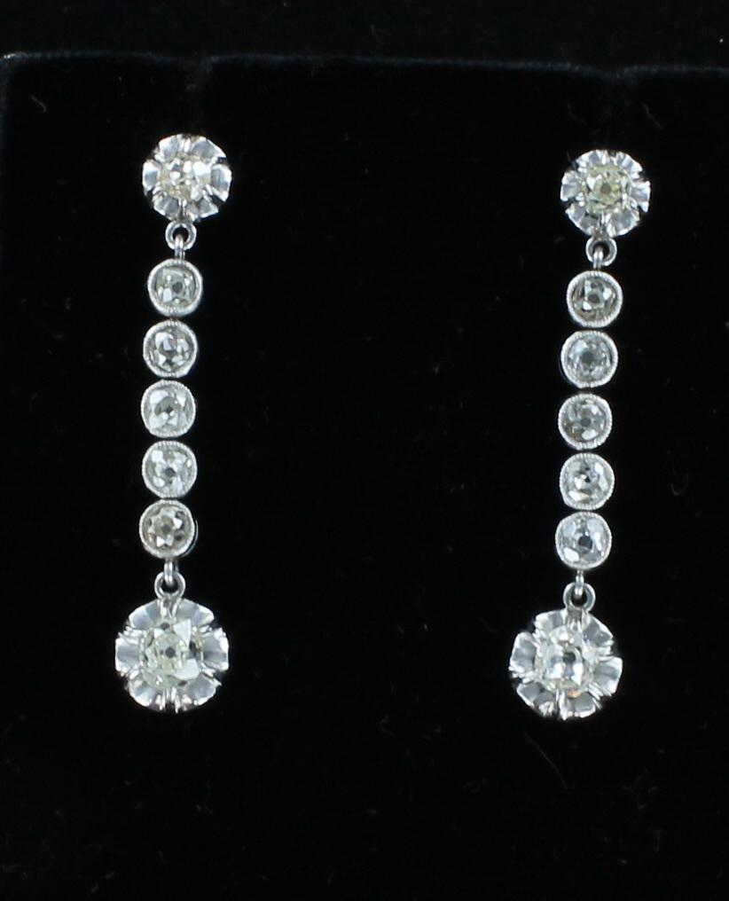 PLATINUM 1.35 CT TW DIAMOND DANGLE EARRINGS CIRCA 1920'S