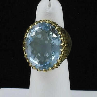 18KT YELLOW GOLD AQUAMARINE RING