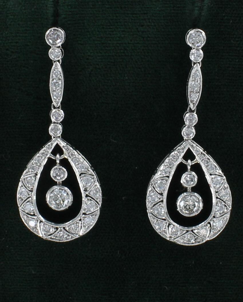 PLATINUM 2.67 CT TW DIAMOND DANGLE EARRINGS