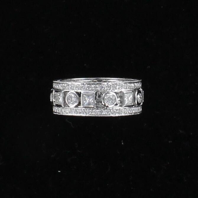 18KTW 3.0 CT TW ROUND AND PRINCESS CUT DIAMOND ETERNITY BAND, SZ 7