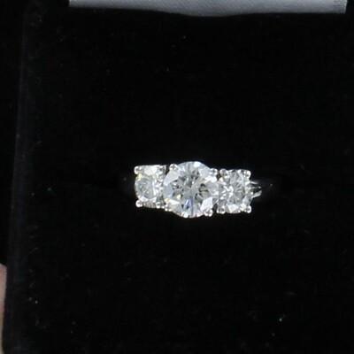 14KTW 2.27 CT TW ROUND BRILLIANT DIAMOND RING