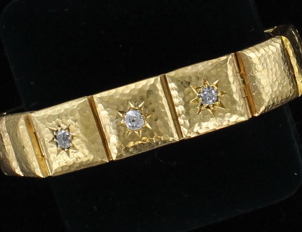 18KT HAMMERED BRACELET WITH DIAMONDS