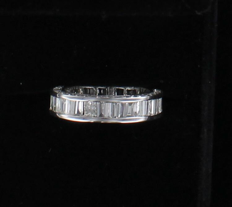 18KTW BAGUETTE DIAMOND BAND, SIZE 6.5