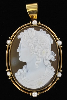 14KT AGATE & SHELL CAMEO WITH PEARLS 1920