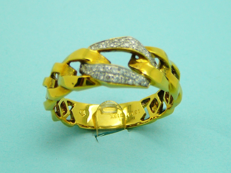FLAT LINKS, CENTER W/DIAMONDS