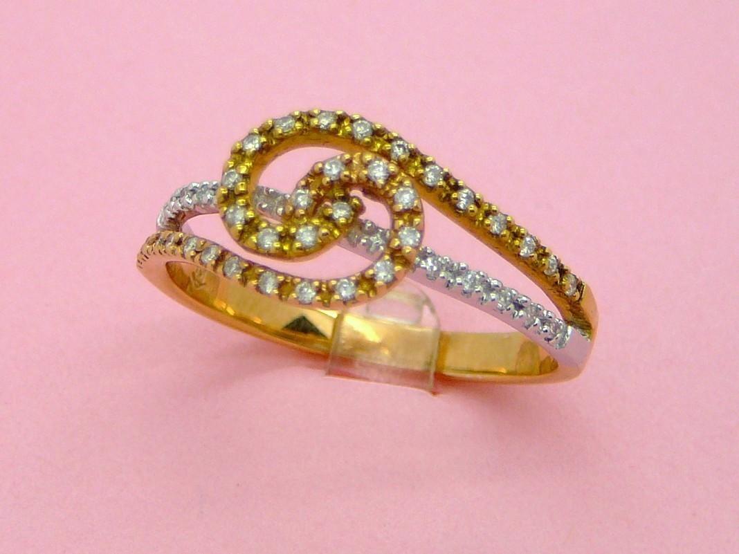 TRI-COLOR BRILLIANT DIAMONDS