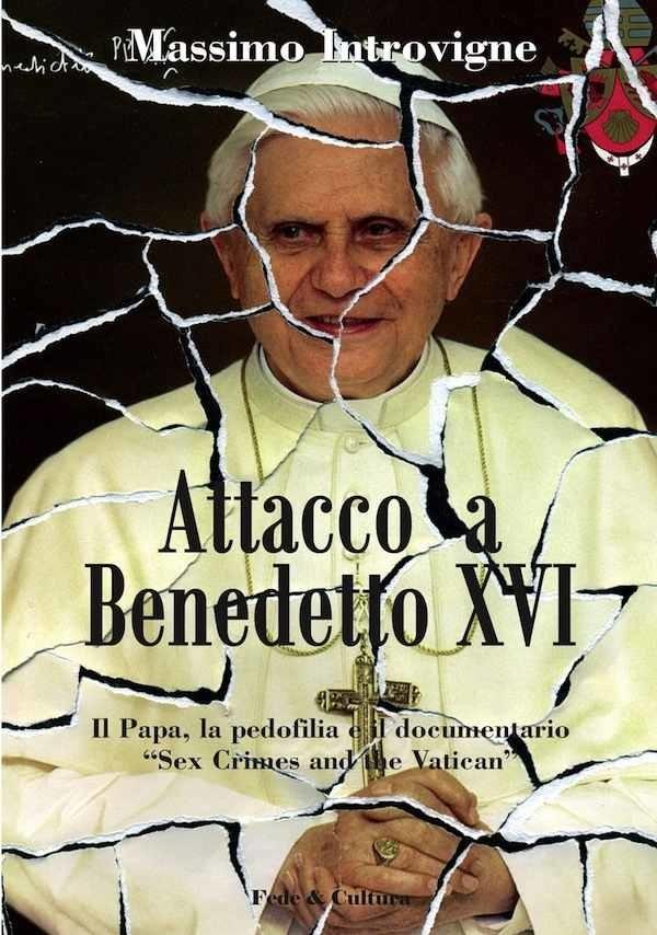 Attacco a Benedetto XVI
