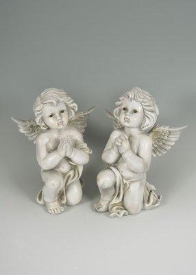 2 assorted praying cherubs