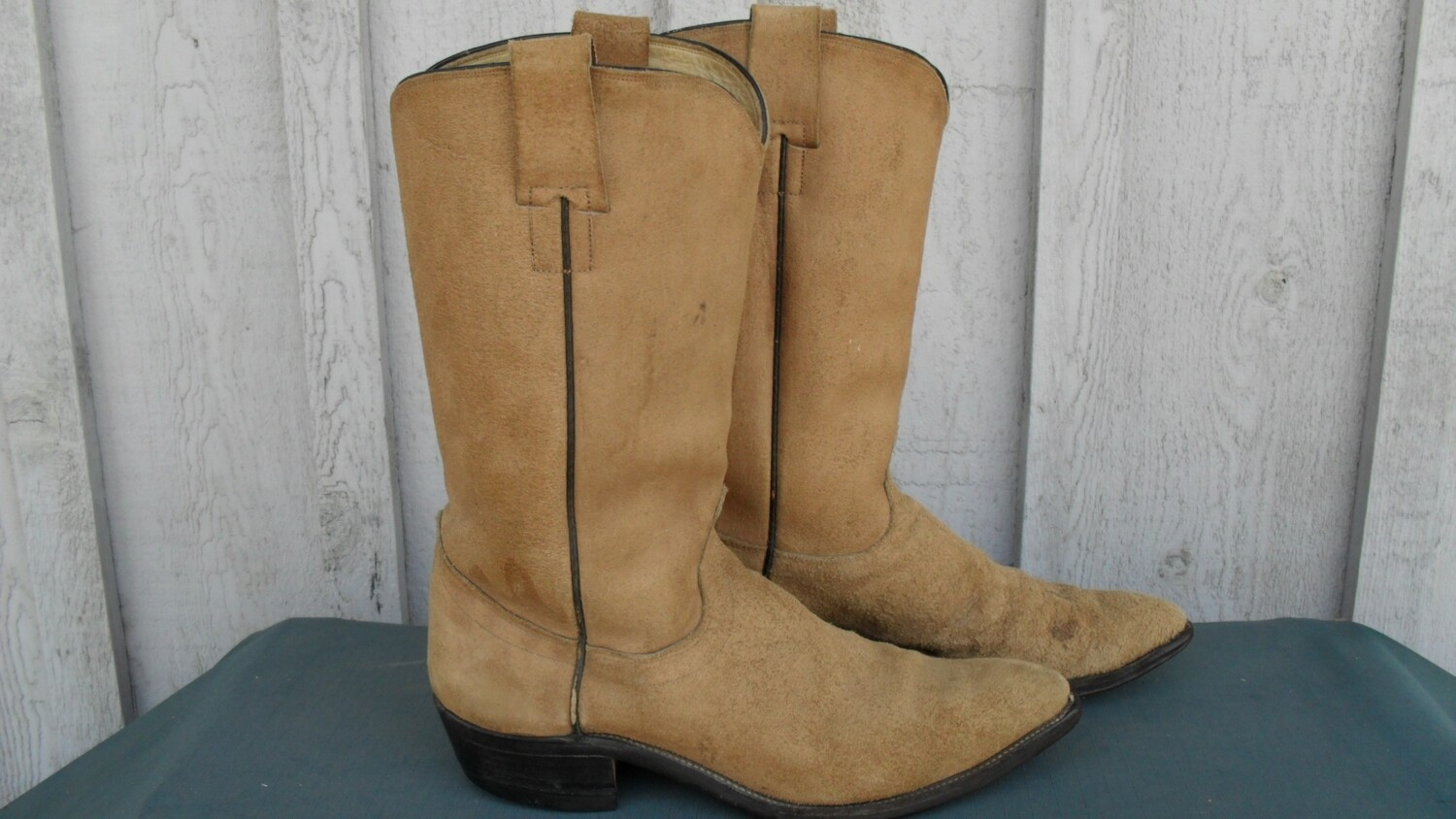 """Hyer boots that Dierks Bentley would undoubtedly """"Hold On"""" to!"""