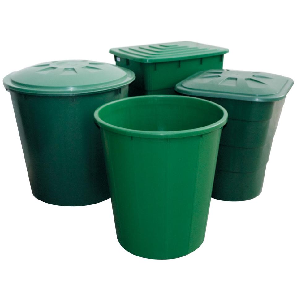 Зеленые емкости для полива растений и смешивания удобрений
