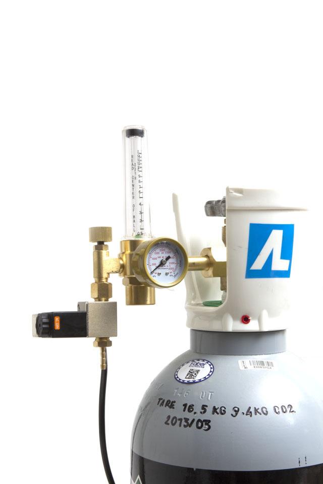 Электромагнитный клапан для подачи углекислого газа (CO2) из баллонов к растениям