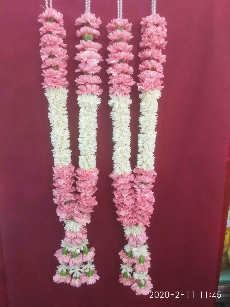 Carnation With Tuberose Garland (Haar)