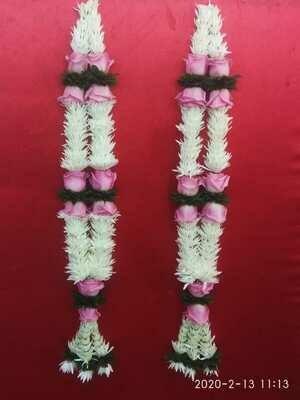 Chrysanthemum With Pink Roses Garland