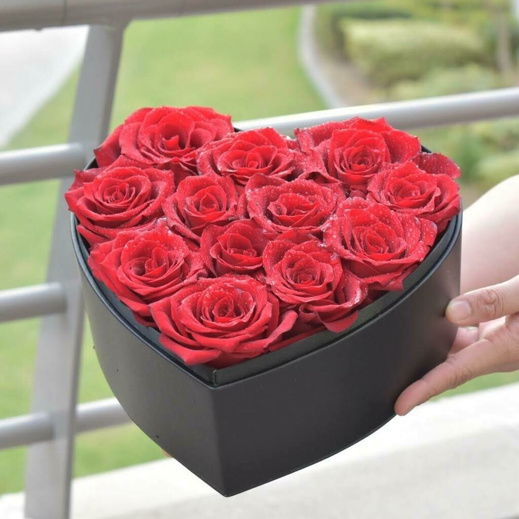 12 Red Roses Heart Box