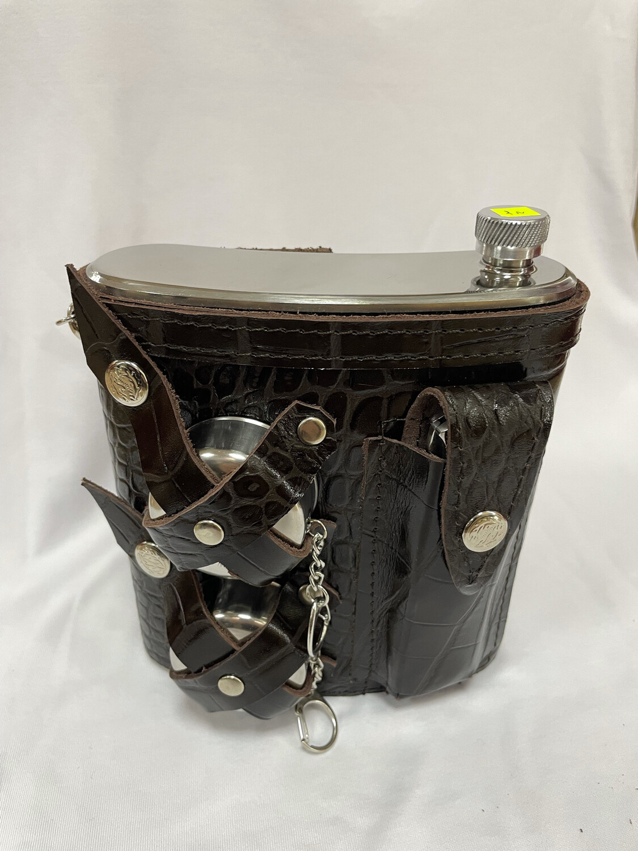 фляжка металлическая 1л. в кожаном чехле с посудой