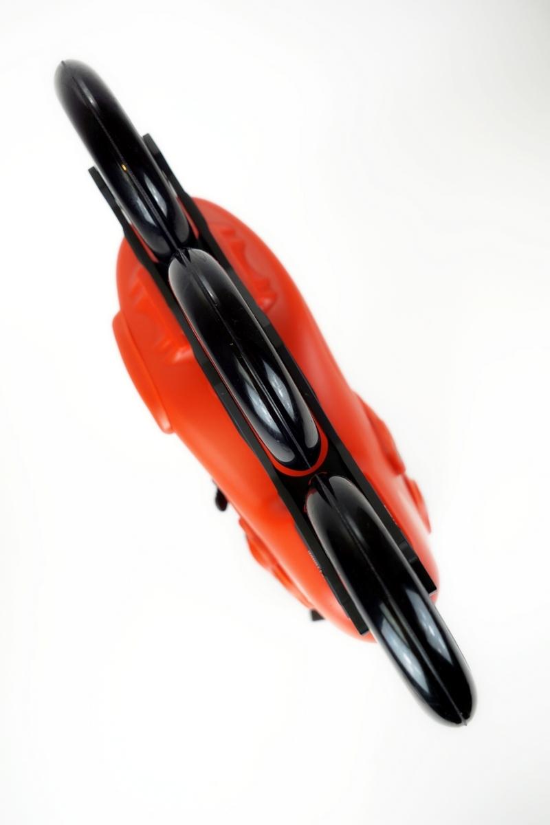 Большие колеса размером 110 мм. отлично выдерживают прыжки и приземления и при этом позволяют развивать и поддерживать высокую скорость.