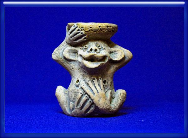 Глиняный подсвечник
