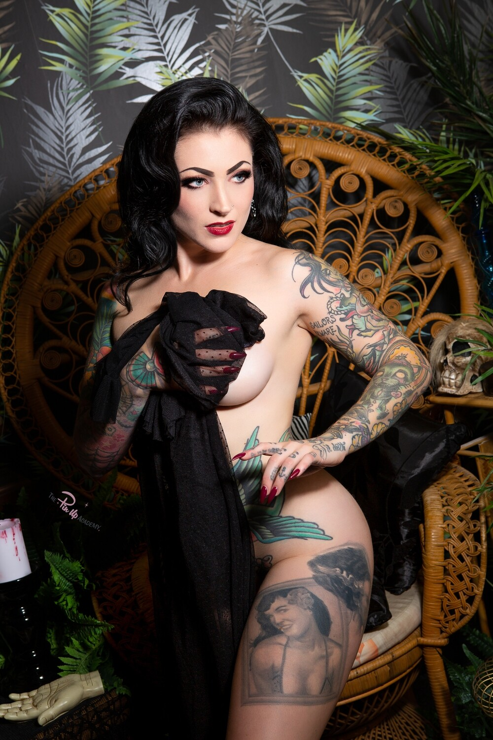 Lola Diamond Dark Pinup