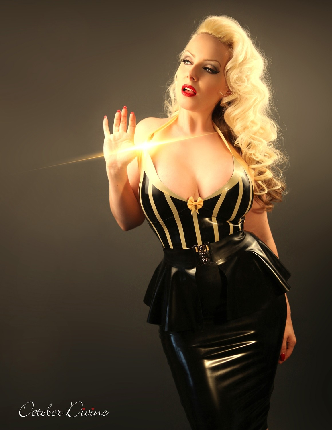 Black & Gold Latex 3