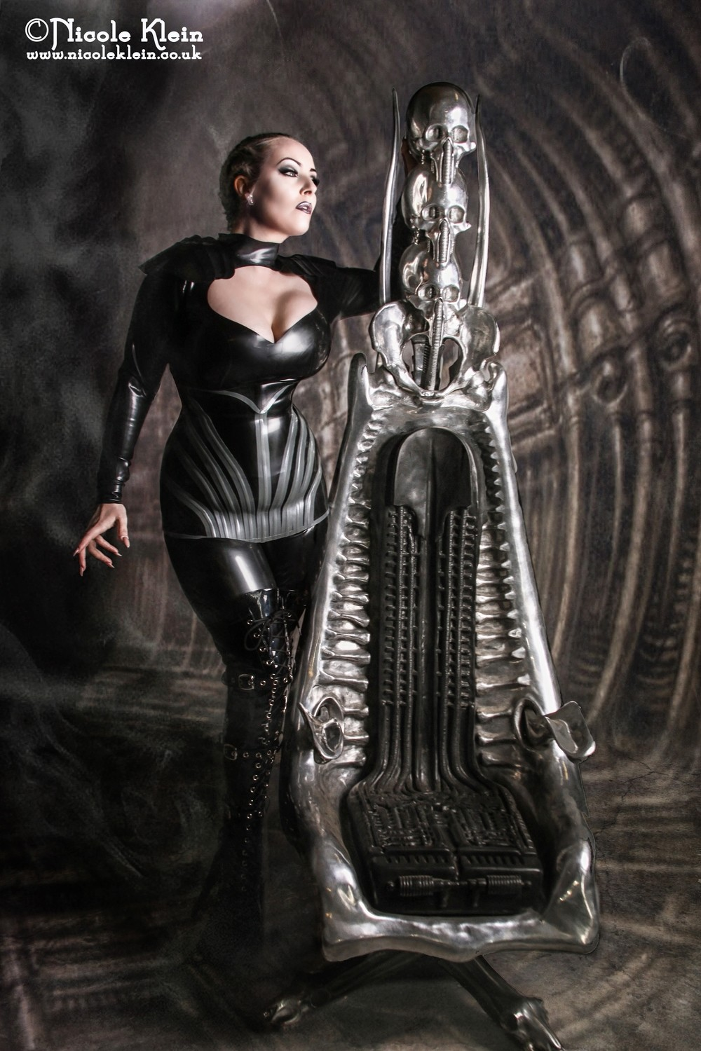 Giger Harkonnen Chair01