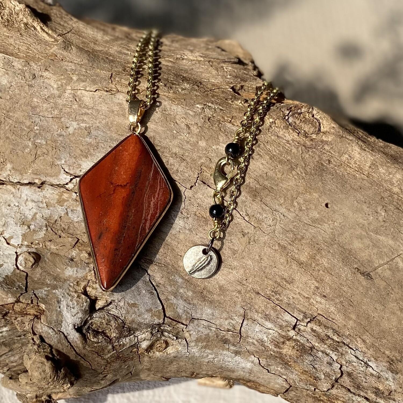 Zari - Rainbow Stone