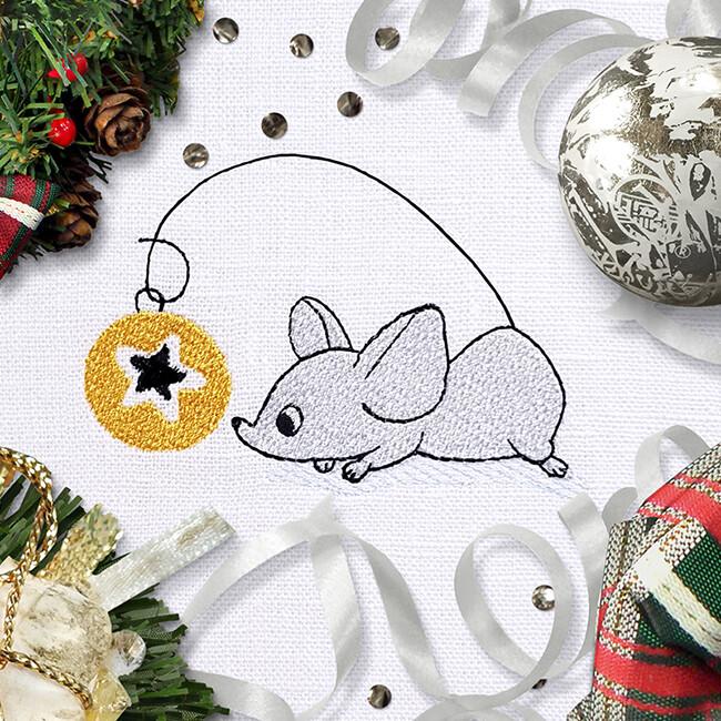 Мышка с елочным шариком Дизайн машинной вышивки - 2 размера