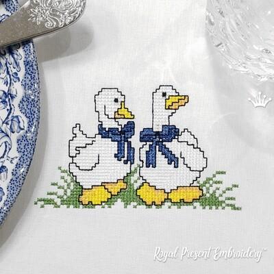 Два гуся дизайн машинной вышивки крестом