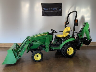 2017 John Deere 1025R - Financing available!