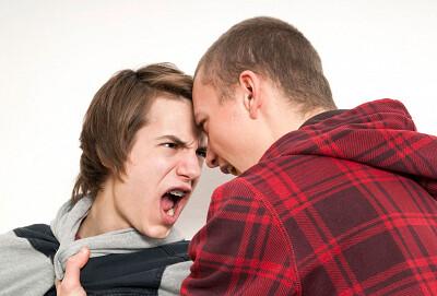 Подростковая агрессия: как справиться и направить в мирное русло