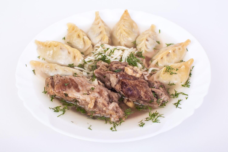 Суп Чингис-Хан (мясо, пельмени, домаш., лапша). 400 гр.