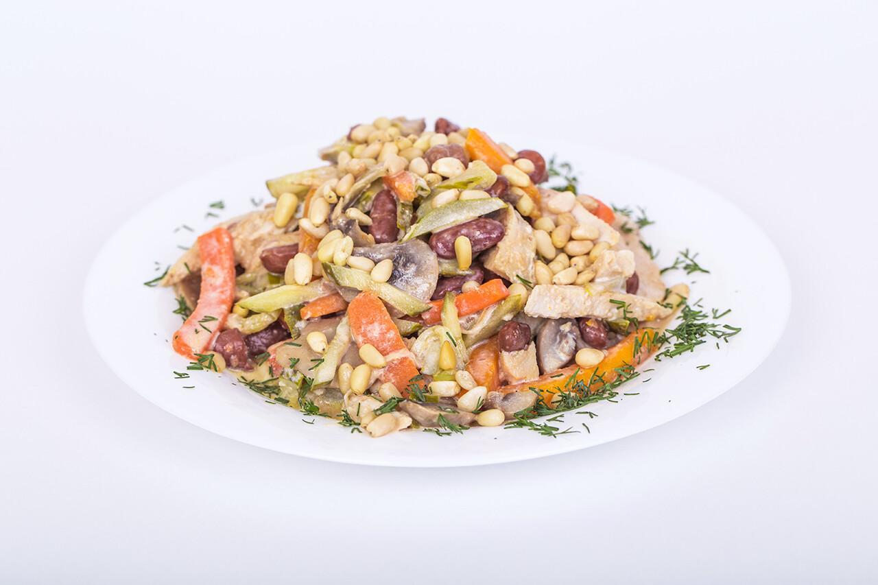 Салат Таёжный (грибы, мясо, кедровые орешки). 200 гр.