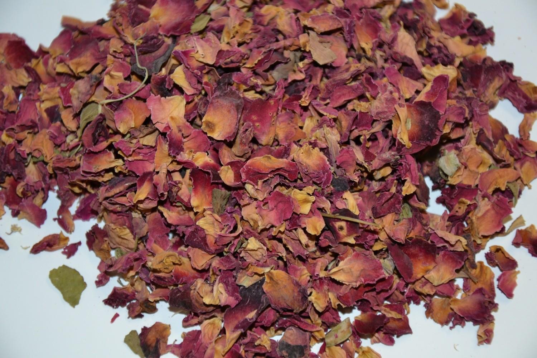 Rosenblütenblätter geschnitten