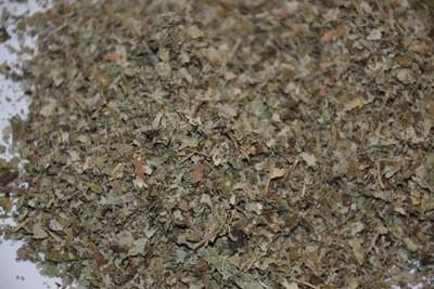 Brombeerblätter geschnitten