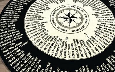 Entdecke die Welt - Großer runder Kompass- Teppich - mit Entfernung und 360° Peilung aus deinem Wohnzimmer