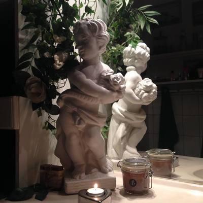 Engle m. blomst / Lahema Marmorkunst