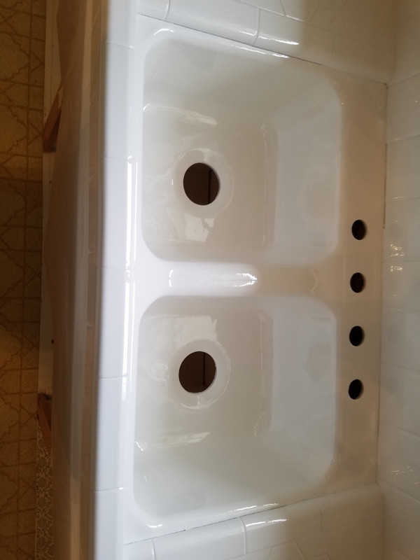 Bathroom Sink In Liquid Porcelain