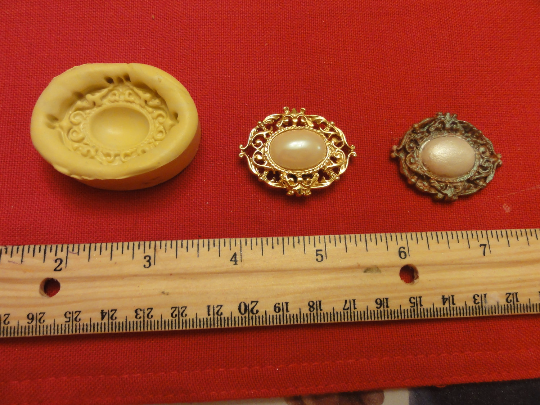 Brooch with Oval Stone Mold