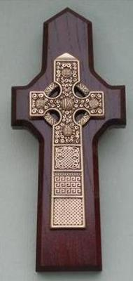 Pewter/Cherry Stained Wood Celtic Wall Cross