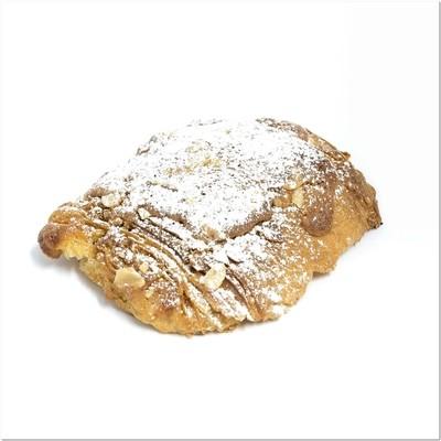 Croissant et pain chocolat aux amandes
