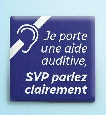 Macaron carré « Je porte une aide auditive - SVP parlez clairement » (pré-commande)