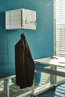 Airline Cube mit Garderobenhaken zur Wandmontage