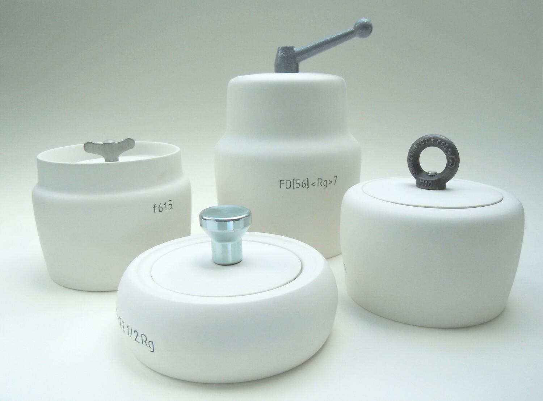 Porzellangefäß mit Industrie-Applikation Handarbeit  • Unikate