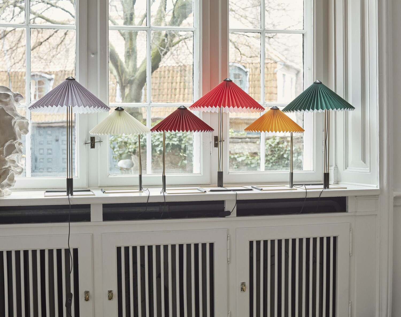 LED Tischleuchte Matin mit plissiertem Schirm