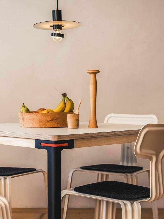 Designer Tisch Seiltänzer 90x90 von Moormann